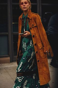 Street Style Trends, Vogue Street Style, New York Fashion Week Street Style, Cool Street Fashion, Look Fashion, Trendy Fashion, Girl Fashion, Fashion Outfits, Womens Fashion