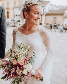 El romántico ramo de novia de Claudia, con olivo, astilbe, rosas, eucalipto (Foto de YMartinafotografía) :: Romantic summer wedding bouquet with roses olive