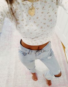 vscoolife | VSCO Fall Outfits, Cute Outfits, Floral Outfits, White Shorts, Floral Tops, Mom Jeans, Autumn Fashion, Fashion Photography, Super Cute