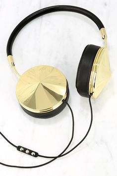 Frends with Benefits Taylor Gold and Black Headphones at Lulus.com!