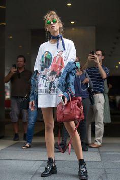 2. Usa tu camiseta a modo de vestido