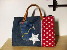 Sac cabas en jean et tissu rouge à pois , étoile argentée , anses en cuir : Sacs à main par cocoon-by-ln