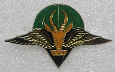 1st Parachute Battalion (1970s) beret badge  South African Army Paratrooper, Army & Navy, African Countries, Special Forces, Armed Forces, Badge, Arms, Beret, Soldiers