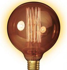 Gloeilamp Carlson Je vintage lamp is niet compleet zonder deze bolvormige gloeilamp met goudkleurig/transparant glas. Met deze gloeilamp geef je je interieur een ongekend wauw-effect. Vintageverlichting.nl #industriële lamp #stoere lamp #vintagelamp #gloeilamp #robuuste lamp