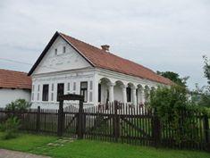 Vadászy ház az istálló átépítése előtt Luxury House Plans, Old Buildings, Traditional House, Country Life, Hungary, Gazebo, Farmhouse, Cottage, Outdoor Structures