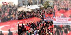 """Mardinde terör örgütü PKK ve hain saldırıları kınandı : Mardinde düzenlenen """"Huzur ve Kardeşlik"""" mitingine katılanlar ellerinde Türk bayraklarıyla terör örgütü PKKyı protesto edildi.  http://www.haberdex.com/turkiye/Mardin-de-teror-orgutu-PKK-ve-hain-saldirilari-kinandi/138455?kaynak=feed #Türkiye   #Mardin #örgütü #terör #ellerinde #Türk"""