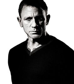Daniel Craig by Andy Gotts - Limited Edition Celebrity Photographers, Celebrity Portraits, Famous Photographers, Male Portraits, Men Portrait, Hollywood Stars, Hollywood Actor, Vanity Fair, Gq