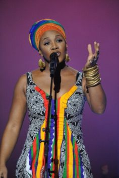 Arie performs during the Nobel Peace Prize Concert at Oslo Spektrum on December 2010 in Oslo, Norway. (Photo by Sandy Young/ Getty Images for Nobel Peace Prize Concert) African Inspired Fashion, African Fashion, Beautiful Black Women, Beautiful People, India Arie, Vintage Black Glamour, Neo Soul, I Love Music, Hollywood