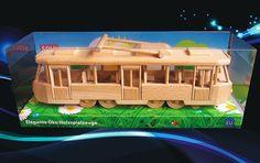 Tramvaj v krásném panorama balení - pohyblivá na hraní.