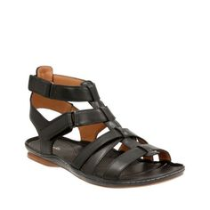Our designers have taken the popular gladiator sandal and given it a contemporary update by mixing in a ghillie lace-up design. The Corsio Dallas from the Clarks¨ Artisan Collection features a low heel with a rubber outsole for added grip. Plus synthetic linings teamed with a suede sock liner offer unbeatable comfort. Wear this leather sandal with cropped trousers to really showcase the style.