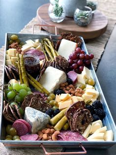 Tray of Nibbles. Whatever the name, this delicious spread will take your Summer entertaining to a whole new level. Meat Platter, Charcuterie Platter, Food Platters, Charcuterie Ideas, Snack Platter, Platter Ideas, Party Platters, Hp Sauce, Antipasto Tray