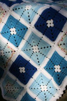 Colcha de crochê em tons de azul