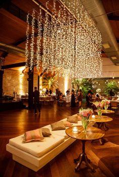 Desi Wedding Decor, Prom Decor, Wedding Venue Decorations, Art Deco Wedding, Vintage Country Weddings, Chic Vintage Brides, Wedding Vintage, Prom Venues, Night Wedding Photos