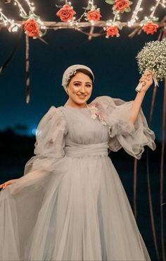 Hijab Dress Party, Hijab Evening Dress, Stylish Dress Designs, Stylish Dresses, Modest Fashion Hijab, Fashion Dresses, Muslim Wedding Dresses, Prom Dresses, Long Dresser