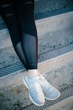 Stylish Leggings for Everyday Wear - Zella Flash High Waist Legging, Nike Free in Grey