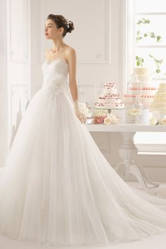2015 Sweetheart Ruched Bodice Princess Wedding Dress Tulle With Applique And Handmade Flower