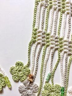 Bouquet Crochet, Crochet Flowers, Crochet Scarves, Crochet Clothes, Crochet Scarf For Beginners, Crochet Capas, Crochet Curtains, Summer Scarves, Bead Crochet