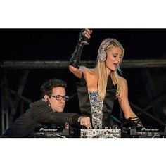 This pic of Paris Hilton #FakeDJing gives the same feeling ppl get at church when U do BAD covers of GOOD songs