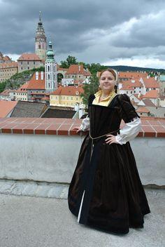 My new  velvet French Renaissance Gown! I will pin more details soon. Gown made by Kateřina Chmelová Bejčková (www.dobovekostymy.cz) and accessories by me :-D Moje nové renesanční šaty - francouzská renesance.