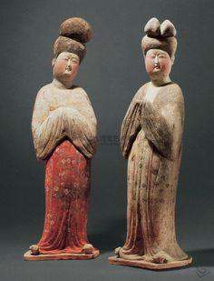 唐三彩: tri-colored pottery of the Tang dynasty Chinese Figurines, China Art, Chinese Pottery, Statue, Art, Ancient China, Ancient Art, Ancient Sculpture, Asian Sculptures