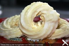 Eggnog - Kringel, a nice recipe from the category biscuits & cookies. - Weihnachtskekse & Plätzchen (X-MAS Cookies) - Duitsland decor Easy Summer Desserts, Summer Dessert Recipes, Christmas Desserts, Christmas Baking, German Baking, Oreo Desserts, Creative Desserts, Biscuit Cookies, Cakes And More