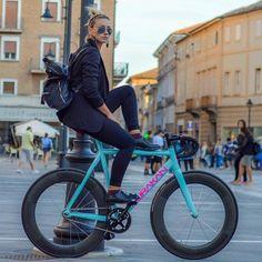 """fixiegirls: """" Repost: @lisetta__85:✖️✖️HURAKAN…WHAT ELSE?!✖️✖️ #dafne #dafnefixed #dafnefamily #fixed #fixie #fixedgear #fixedgearbike #scattofisso #scattofissoitalia #fixiegirl #bikeblogger #bloggers #bike @dafnefixed thanks for bike –>..."""