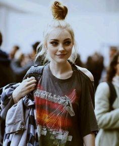 Confira no Moda que Rima Looks com camisetas para você se inspirar.