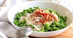 Spinach Spaetzle with creamy cheese and bacon sauce is a quick dish perfect for weeknight dinner. Ready on your table in less than 30 minutes this rich and tasty meal will be a huge hit at your dinner table! Salad Recipes Healthy Lunch, Salad Recipes For Dinner, Brunch Recipes, Snack Recipes, Snacks, Vegetable Recipes, Meat Recipes, Cooking Recipes, Meat Meals