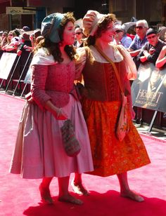 Inspiration: Hobbit costumes at the premier of An Unexpected Journey. They are not fan costumes, trust me. Hobbit Cosplay, Hobbit Costume, Girl Costumes, Cosplay Costumes, Cosplay Ideas, Costume Ideas, Lotr Movies, Hobbit Party, Concerning Hobbits