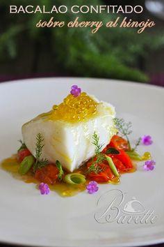 Una receta difernte con bacalao, confitado en aceite de oliva y ajos ,con cherry salteados al hinojo. Decorado con perlas de aceite de oliva.