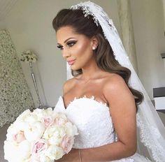 Amazing Wedding Makeup Tips – Makeup Design Ideas Wedding Makeup Tips, Bridal Hair And Makeup, Bride Makeup, Wedding Beauty, Hair Makeup, Hair Wedding, Wedding Hair Styles, Bridal Hair Half Up With Veil, Beautiful Bridal Makeup