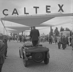 Wethouder bavink opent het nieuwe caltex tank station aan de stadshoudersweg 1960