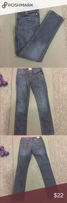 Skinny jeans Aeropostale skinny jeans. A little lighter on the top and gets darker on the bottom. Worn only once or twice and in great condition, no flaws. Size 3/4 regular length Aeropostale Jeans Skinny