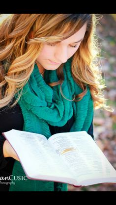 Senior picture-reading a highlighted Bible verse! Love this one!