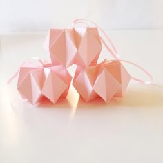 Small pink chrystal balls - made up on request. . . #stjernestunder #stjernestunderdk #pinkchristmas #ihavethisthingwithpink #dspink #julepynt #papirpynt #origami #origamiball #paperwork #papercraft #paperlove