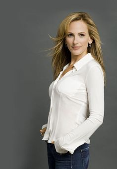 Marlee Matlin has a free iphone app to learn asl