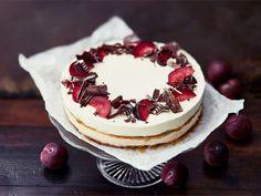Luumuinen rahkakerroskakku Christmas Baking, Cheesecakes, Tiramisu, Camembert Cheese, Cooking Recipes, Sweets, Chocolate, Eat, Ethnic Recipes