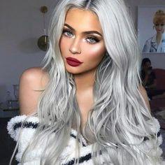 Grey Hair Wig, Grey Blonde Hair, Emo Hair, Purple Hair, Grey Hair Grey Eyes, Winter Blonde Hair, Blonde Hair Makeup, Blonde Waves, Black And Blonde