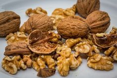 Are Walnuts Good for Diabetics? Walnuts are a Healthy Snack That are Good for Blood Sugars & Cholesterol. They Improve Your Blood Vessels & Are Heart Healthy Vegetarian Recipes Easy, Indian Food Recipes, Healthy Recipes, Indian Foods, Vegetarian Soup, Pork Recipes, Vegan Protein, Protein Foods, High Protein