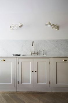 Plain English Kitchen in Brooklyn: An Old-Style Townhouse Gut Remodel by Elizabeth Roberts Architects - The counters are topped with Carrara marble that continues as a backsplash. All of the faucets thro - Plain English Kitchen, English Kitchens, Country Kitchens, Shaker Style Kitchens, White Kitchens, Dream Kitchens, Carrara Marble Kitchen, Backsplash Marble, Marble Countertops