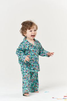 If you're looking to take your sewing skills up a level, the classic-style Pomegranate Pyjamas are a great make to choose. The top features a notched collar, button front and chest pocket, while the bottoms are straight-legged with an elasticated waist for comfort. Best sewn in breathable cottons, the Pomegranate Pyjamas are an Advanced Beginner/Intermediate level pattern, although a beginner could confidently sew up the bottoms. They make the perfect children's Christmas gift! Beginner Sewing Patterns, Sewing For Beginners, Who Is Poppy, Childrens Christmas Gifts, Childrens Pyjamas, Weaving For Kids, Sew Over It, Handmade Clothes, 6 Years
