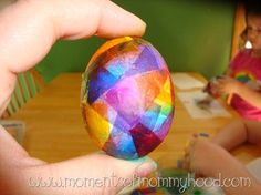 Bleeding tissue paper to color Easter eggs. Easter Egg Dye, Easter Art, Coloring Easter Eggs, Hoppy Easter, Easter Crafts, Holiday Crafts, Egg Coloring, Easter 2014, Easter Projects