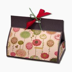 5th December: Made this gift box for a few friends. Super cute. Sure am enjoying using my Cameo.