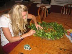 Easy Garland Wreath - The 15 Minute, 15 Dollar Wreath Boxwood Wreath Diy, Diy Wreath, Wreath Ideas, Green Garland, Green Wreath, Chevron Burlap, Burlap Ribbon, Diy Home Decor On A Budget, Cute Home Decor
