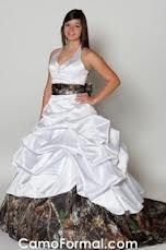 camo wedding dress #CamoWedding