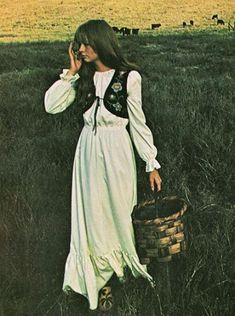 hippie style 357121445452129347 - Best ideas fashion hippie woodstock boho Source by daisiesdiane Retro Mode, Vintage Mode, Hippie Woodstock, Woodstock Fashion, Woodstock Outfit, Woodstock Hippies, Hippie Style, Hippie Bohemian, Vintage Hippie