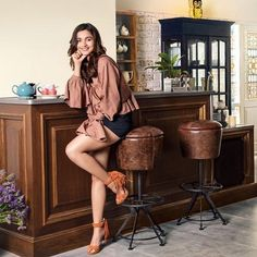 Variety and versatility is the key feature in Alia's house. We will show you the dreamy pictures of her apartment and also we pick out our favorite interior designs inspiration for you Indian Celebrities, Bollywood Celebrities, Deepika Padukone, Sonam Kapoor, Ranbir Kapoor, Bollywood Stars, Bollywood Fashion, Anushka Sharma, Priyanka Chopra