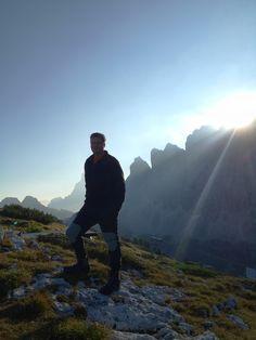 Bernd und die Morgensonne Beyond Words, Mountains, Day, Nature, Travel, Morning Sun, Voyage, Viajes, Traveling