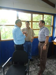 Mr. Salvador López (left), a nicaraguan Northern Zone recognized leader from Estelí, Nicaragua (rght - Lic. Rene Altamirano one of our collaborators)... More details about Roberto at: http://www.solucionesturisticassostenibles.com/roberto_en.html