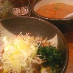 <渋谷 俺流塩ラーメン>塩ラーメンだったらここが一番好き。トッピングが充実してるので、途中で味変えたりできるのも嬉しい。